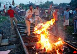 mixed response to bharat bandh life unaffected in delhi