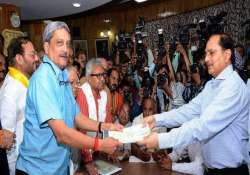 manohar parrikar declares assets worth rs 3.5 crore