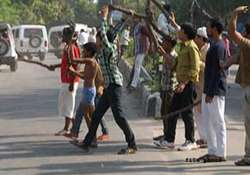 cpm leaders held cong bjp teams stopped from entering makra
