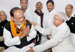 lalu surrounded by sycophants says siddique