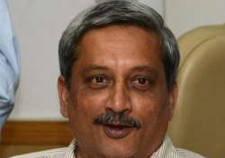 manohar parrikar shares meal with hiv children