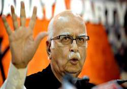 people disillusioned with both bjp congress says l k advani