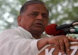 up mulayam sees flaws in akhilesh government seeks