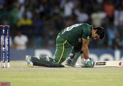 akmal fined for disrespecting umpires in t20