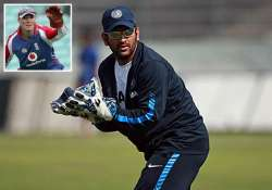 dhoni s hands are sore feels former england keeper nixon