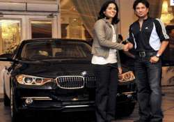 sachin tendulkar gifts bmw car to shuttler saina