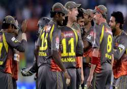 sunrisers beat rcb by 5 runs in superover finish