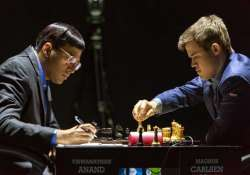 anand misses opportunity draws fifth game with carlsen