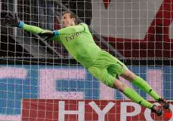 fulham goalkeeper schwarzer out with spinal injury