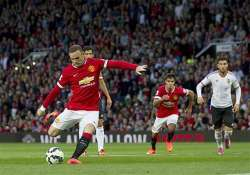 manchester united beat valencia 2 1 wayne rooney the new