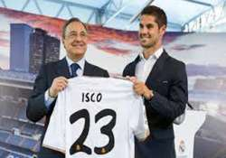 real madrid present isco to their fans