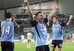 sydney fc beat central coast 2 0 in a league