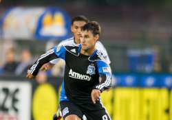 wondolowski gordon lead earthquakes over chivas