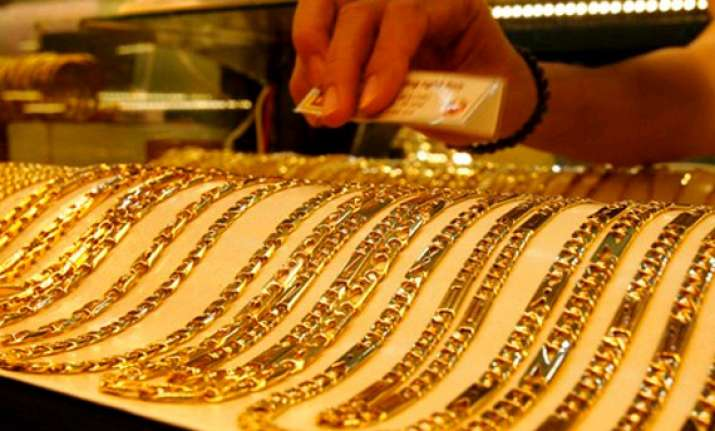 gold plunges on increased stockists selling weak global cues