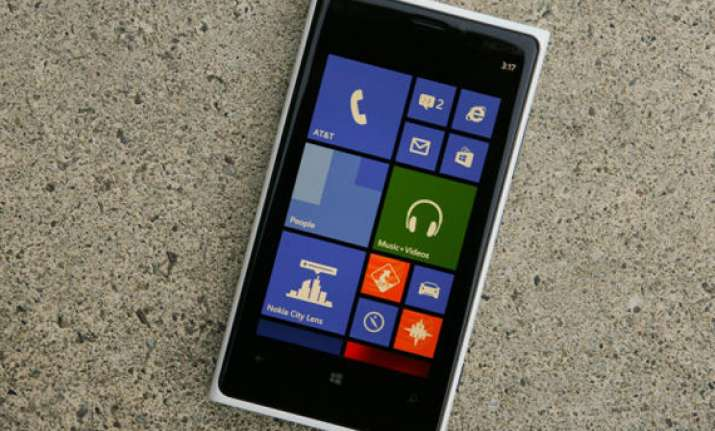 nokia gives lumia 920 a price cut now costs only rs 32 699