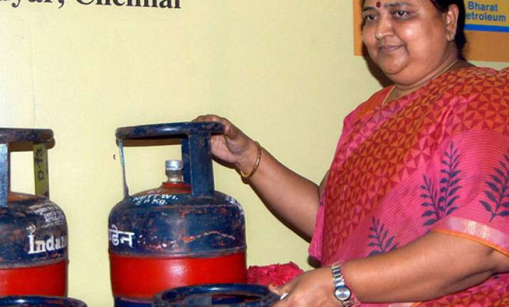 sale of 5 kg lpg cylinders allowed at petrol pumps across