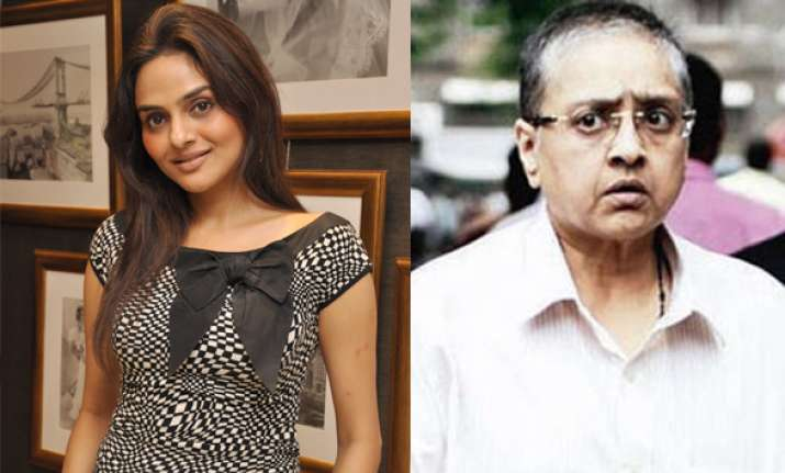 roja actress madhoo gets obscene pics in mail with sender s