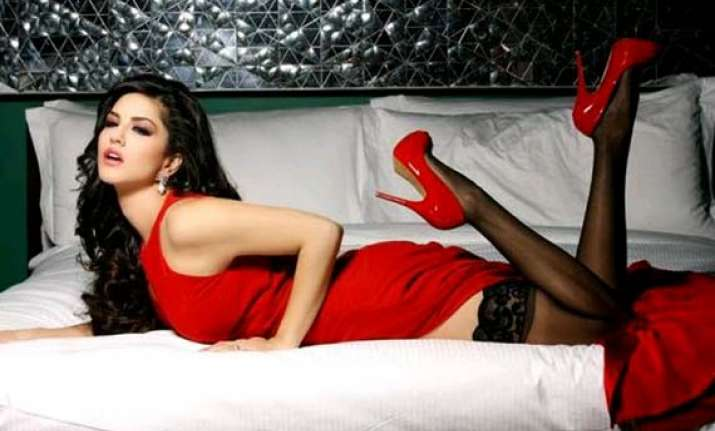 sunny leone s hot item song in tamil film vadacurry see pics