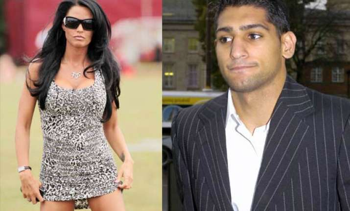 katie price s flirting with boxer amir khan caused marriage