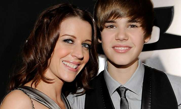 memoir to get publish by justin bieber s mother