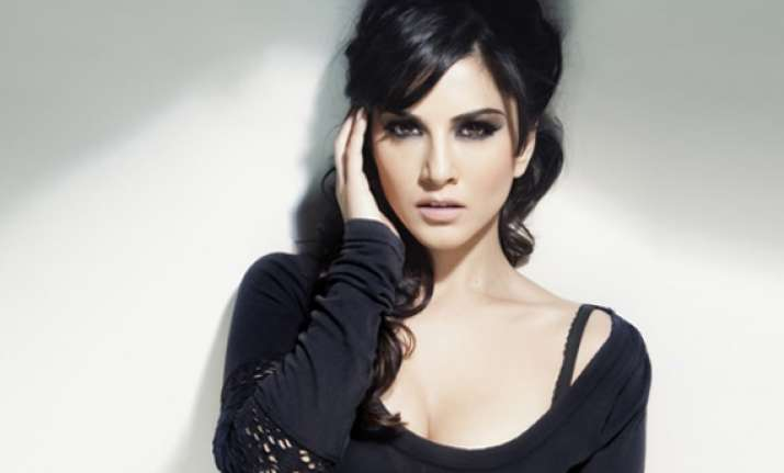sunny leone s first look in jism 2 revealed