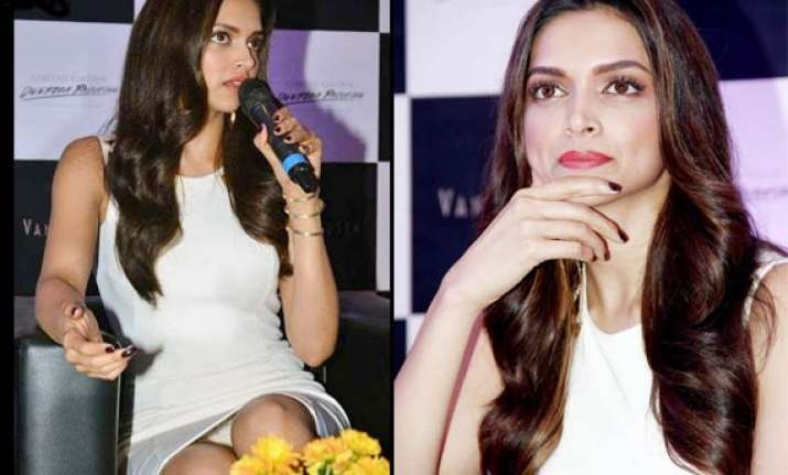 oops deepika flashes undies suffers wardrobe malfunction at