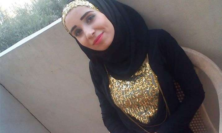 isis executes first female citizen journalist report