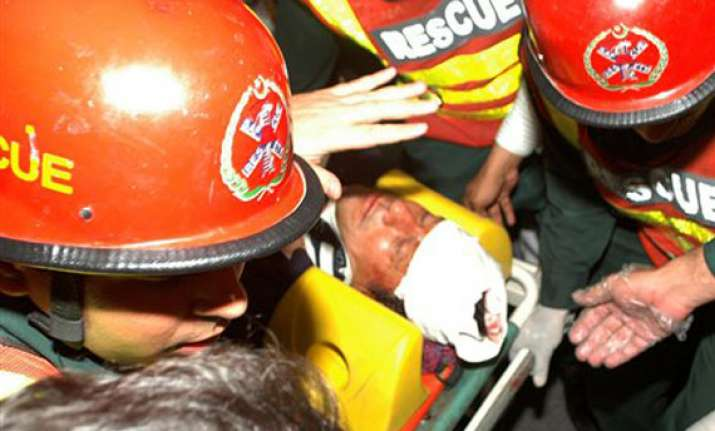 watch how imran khan fell fractured his skull in lahore