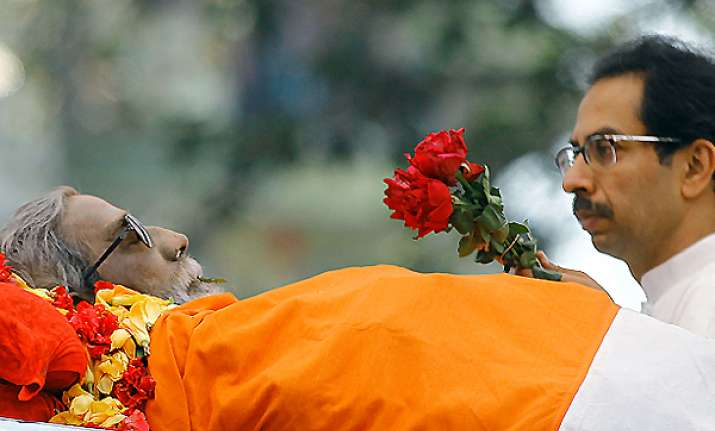 bal thackeray cremated with state honours amidst sea of