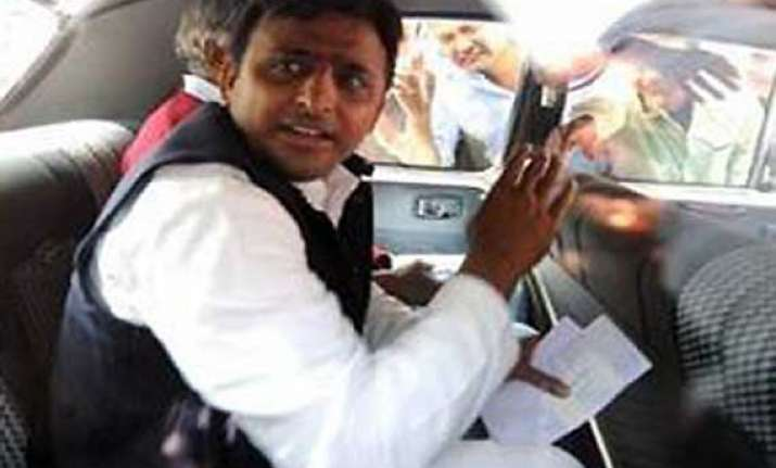 following aap footsteps up cm akhilesh reduces cars in his