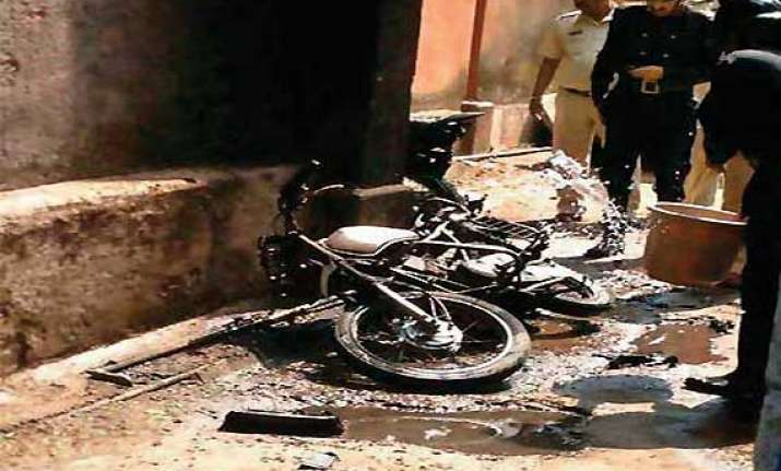 man in mumbai dies after yamaha bike explodes into fireball