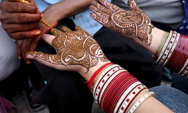 mehndi containing chemicals can cause serious skin