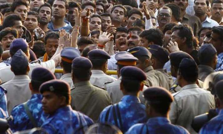 mumbai police appeals to citizens to curtail movements today
