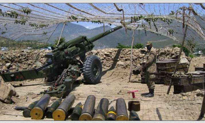 pak troops fire at indian positions in kashmir
