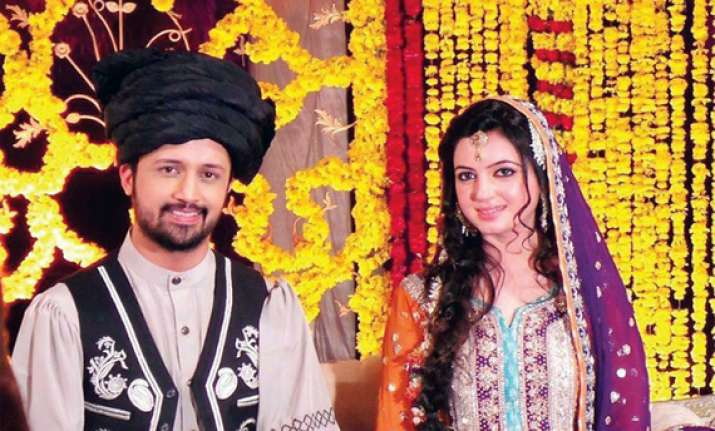 pakistani singer atif aslam weds long time sweetheart