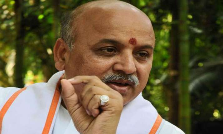 fir filed against praveen togadia for hate speech