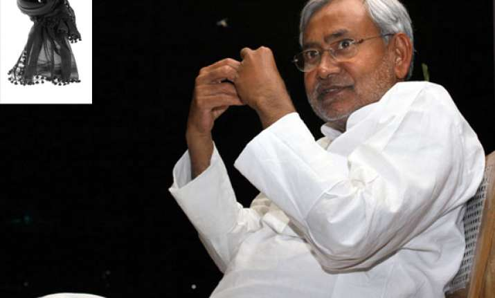 why is nitish kumar afraid of black dupatta