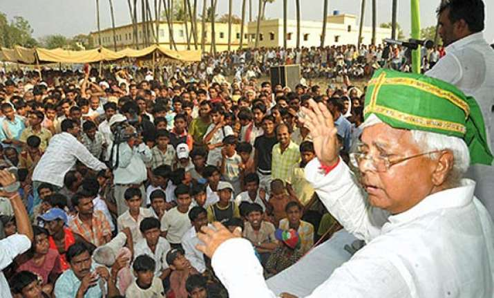 rjd supporters paint patna green for lalu rally