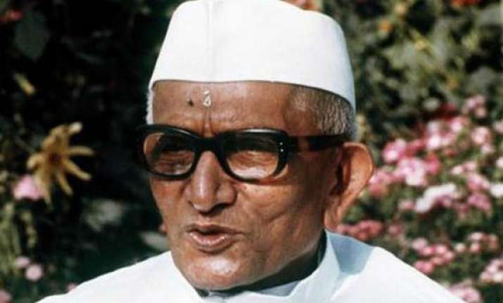 when pm morarji desai went to work with three ribs broken