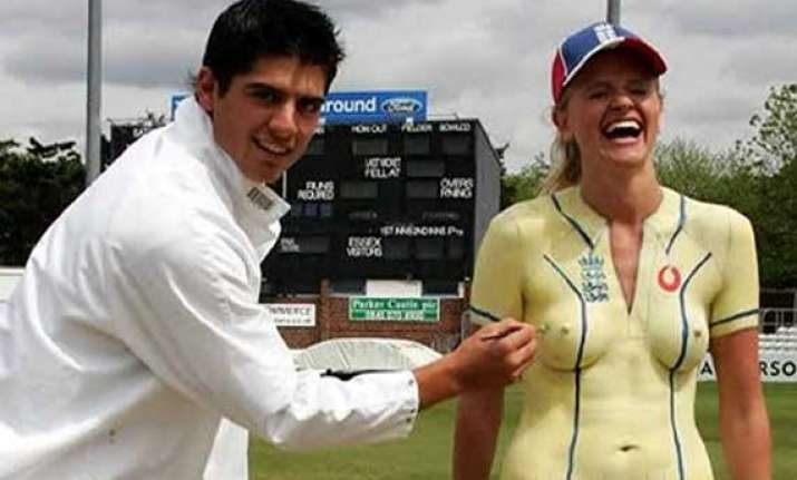Alastair Cook who loves to paint on models nude body