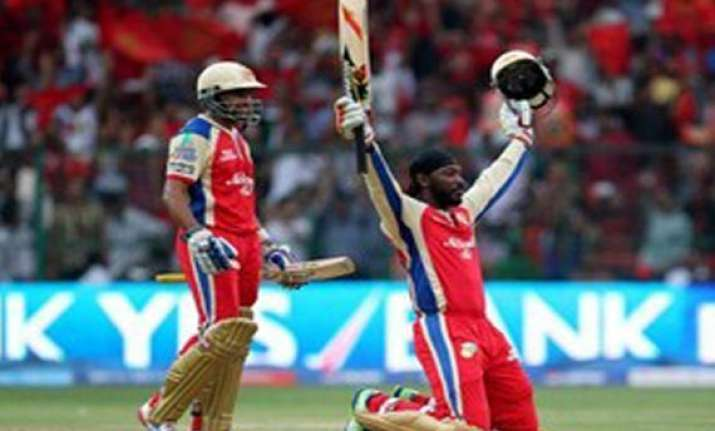 ipl6 mccullum congratulates gayle for breaking his record