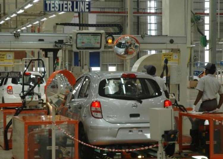 car sales fell 12.4 bikes up 7.4 in january- India Tv