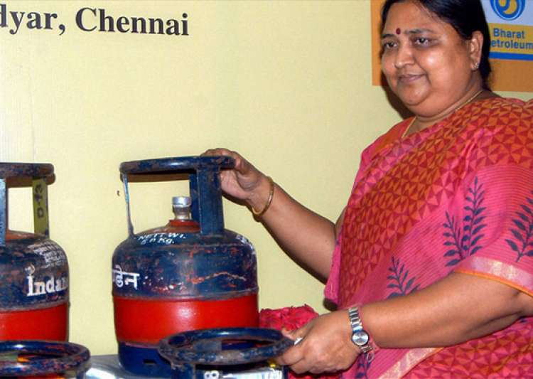 sale of 5 kg lpg cylinders allowed at petrol pumps across- India Tv
