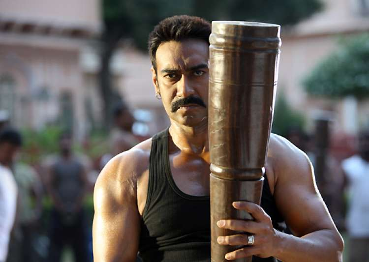 ajay devgn lifts 25 kg weight to show he is the real bollywood hulk- India Tv