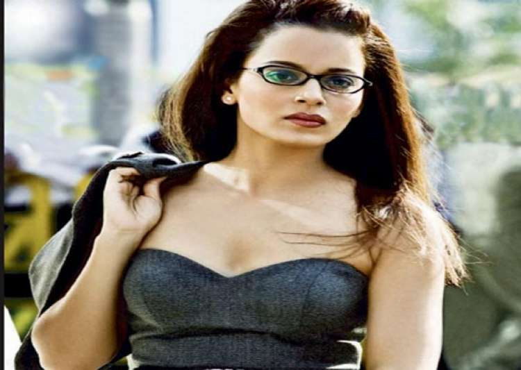 dacoits in chambal stop kangana ranaut s convoy during revolver rani shooting demand she pose with them for pics- India Tv