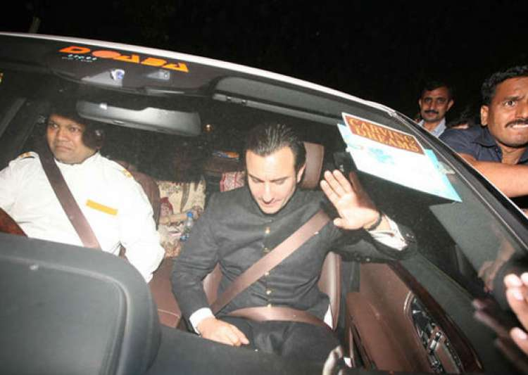 from bollywood biggies to politicians attend saif kareena s- India Tv