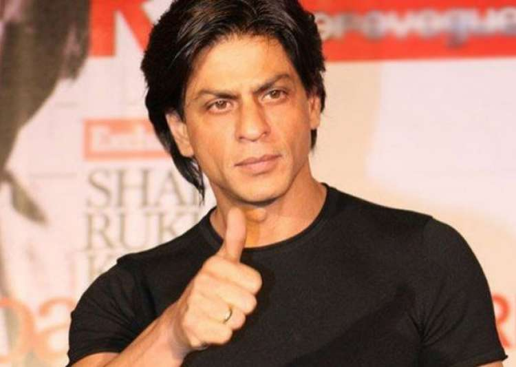 Shah rukh willing to return awards to protest religious for Shahrukh khan t shirt brand