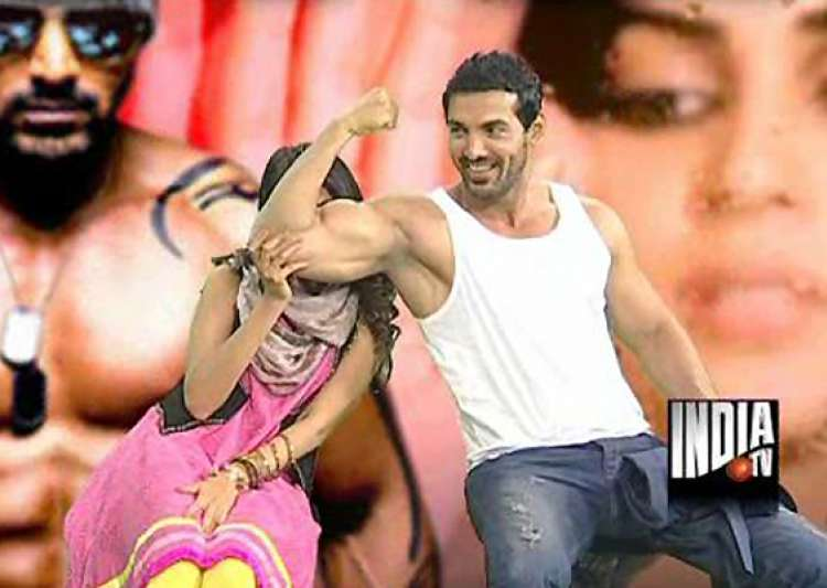 john abraham flexes his biceps in india tv studio- India Tv