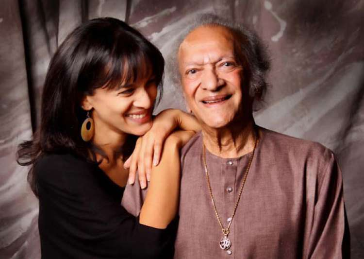 daughters accept pandit ravi shankar s lifetime grammy- India Tv