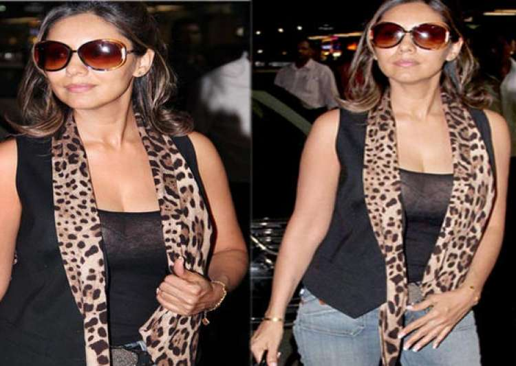 shahrukh s wife gauri khan wears a transparent top- India Tv